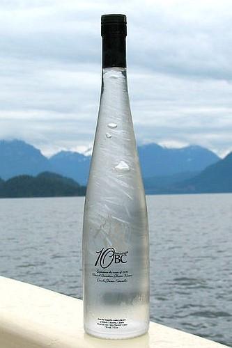 10 thousand BC, agua espontánea de Canadá