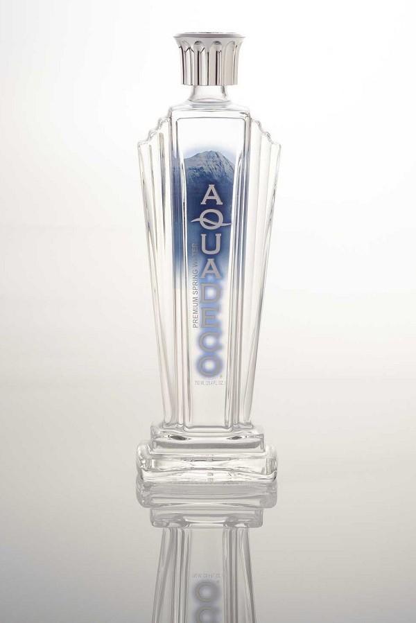 La botella de Aqua Deco viene de Canadá