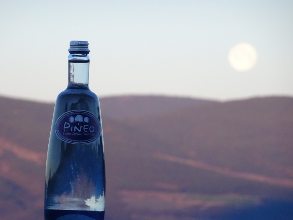 La meva aigua favorita és la de Lluna Plena de Pineo a Espanya. Pineo té aquest sabor fantàstic