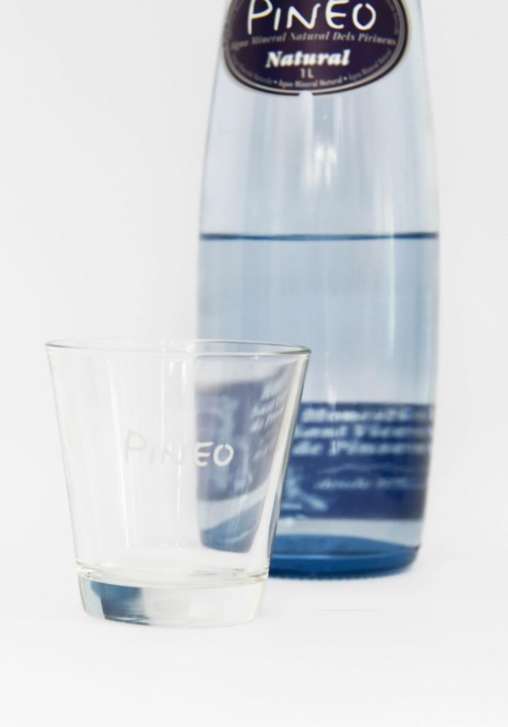 El got d'aigua de Pineo amb ampolla al fons.