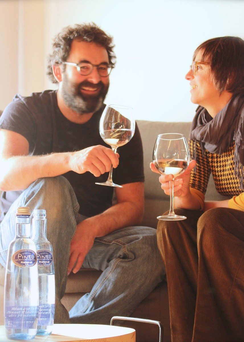 Marc et Lidia portent un toast sur Pineo