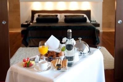 luxury breakfast with bubbles of pineo